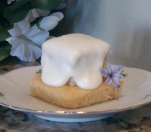 Miniature wedding cakes for Gone Girl
